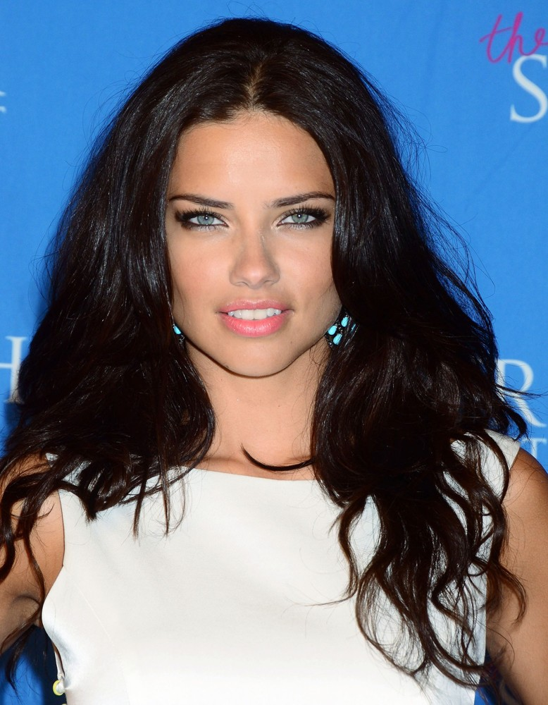 adriana-lima-launch-the-showstoppe-02