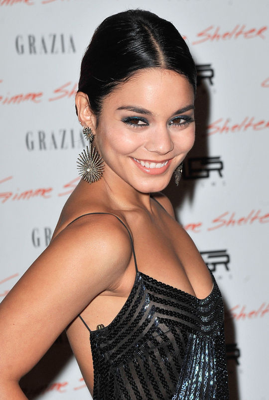 vanessa-hudgens-teal-eye-makeup-w540