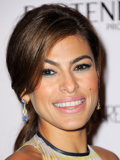 eva-mendes-makeup-look-two-tone-eyes-in-green