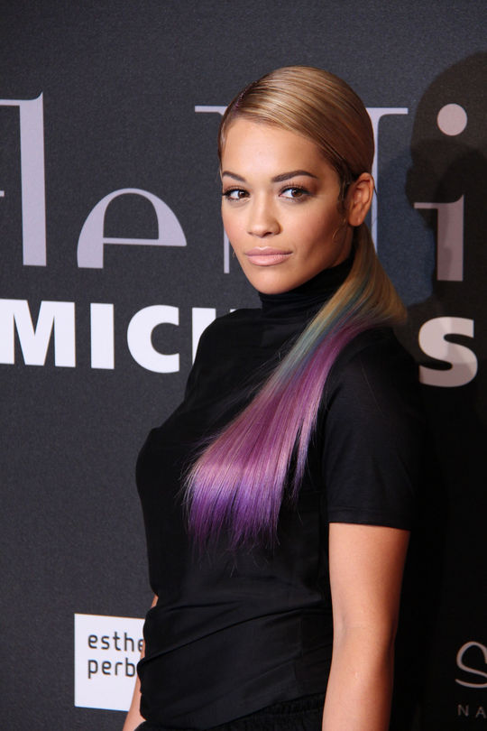 rita-ora-dip-dyed-hair-color-trend-2014-1-w540